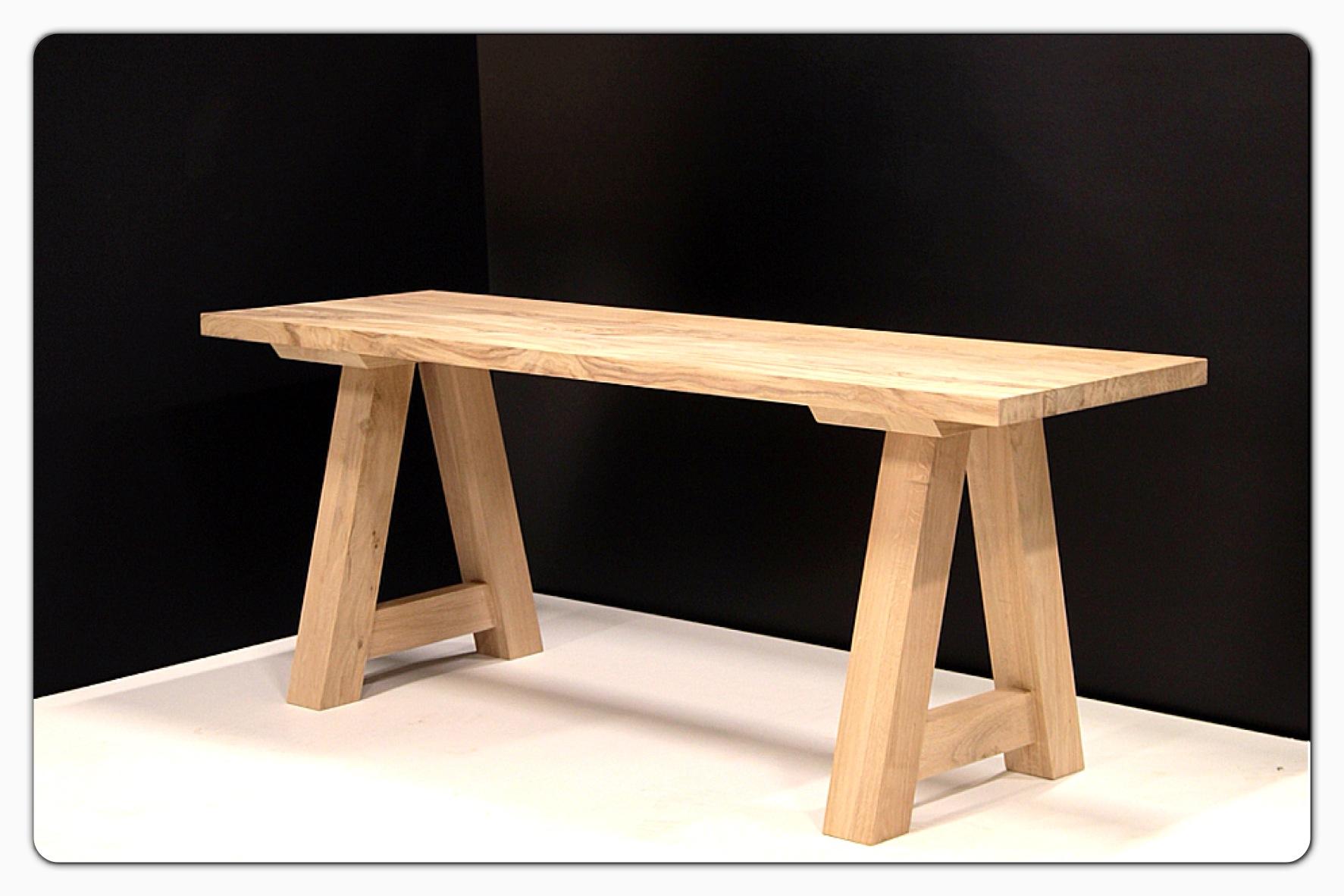 Robuuste houten tafels  Spijkervast